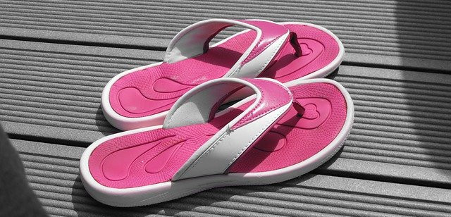 wear-flip-flops-to-protect-from-athlete's-foot